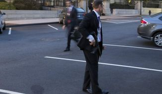 A Secret Service agent gives directions during an evacuation of the White House minutes after President Barack Obama departed for Camp David aboard Marine One on Friday, Sept. 19, 2014, in Washington. (AP Photo/Evan Vucci)