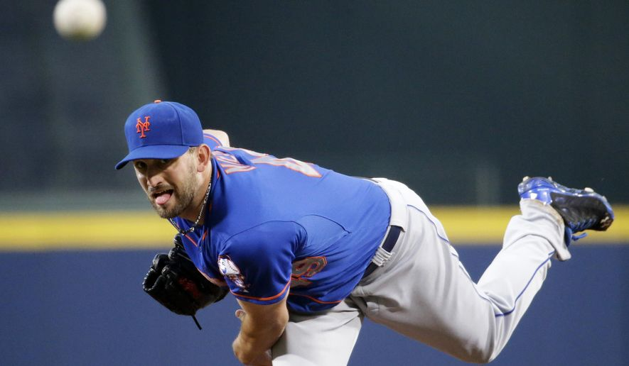 New York Mets starting pitcher Jonathon Niese throws in the first inning of a baseball game against the Atlanta Braves, Saturday, Sept. 20, 2014, in Atlanta. (AP Photo/David Goldman)