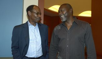 Texas Rangers manager Ron Washington, left, chats with former pitcher Dave Stewart at baseball's winter meetings in Lake Buena Vista, Fla., Wednesday, Dec. 11, 2013.(AP Photo/Phelan M. Ebenhack)