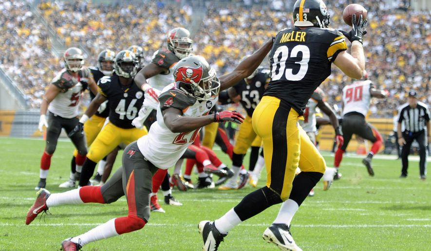 Pittsburgh Steelers tight end Heath Miller (83) makes a touchdown catch past Tampa Bay Buccaneers cornerback Johnthan Banks (27) in the third quarter of an NFL football game on Sunday, Sept. 28, 2014, in Pittsburgh. (AP Photo/Don Wright)