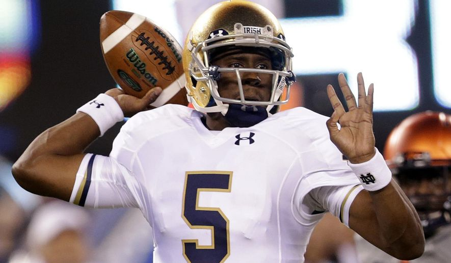 Notre Dame quarterback Everett Golson looks to pass against Syracuse during the first half of an NCAA college football game, Saturday, Sept. 27, 2014, in East Rutherford, N.J. Notre Dame won 31-15. (AP Photo/Julio Cortez)