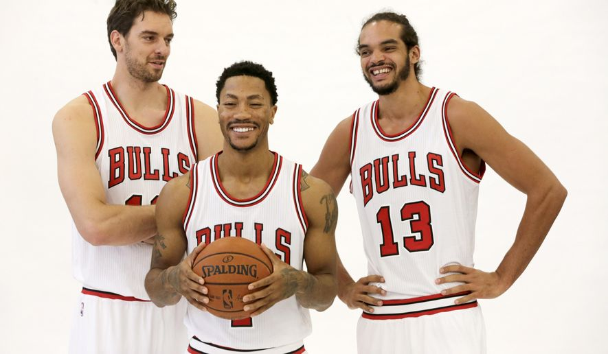 Chicago Bulls forward Pau Gasol, left, guard Derrick Rose and center Joakim Noah (13) pose for a portrait during the Bulls' NBA basketball media day, Monday, Sept. 29, 2014, in Chicago. (AP Photo/Charles Rex Arbogast)