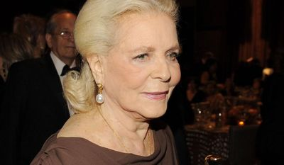 Actress Lauren Bacall carries her honorary Oscar following The Academy of Motion Picture Arts and Sciences 2009 Governors Awards, Saturday, Nov. 14, 2009, in Los Angeles. (AP Photo/Chris Pizzello)