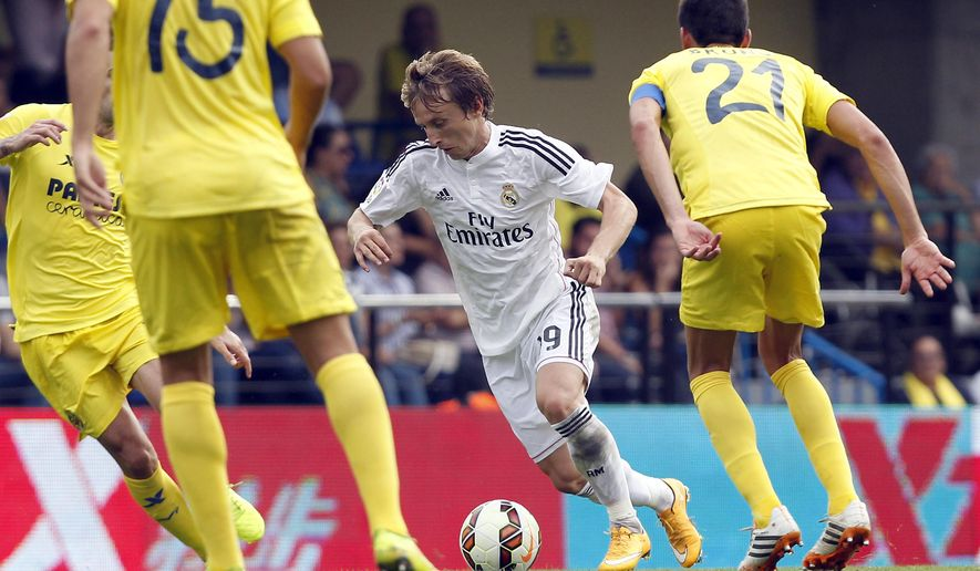Real Madrid's Luka Modric, from Croatia drives the ball past Villarreal's  Bruno Soriano, right, during a Spanish La Liga soccer match at the Madrigal stadium in Villarreal, Spain, on Saturday, Sept. 27, 2014.(AP Photo/Alberto Saiz)