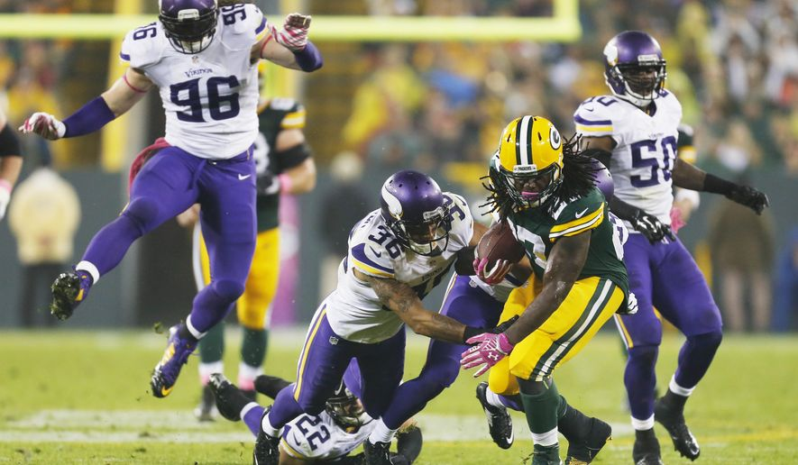 Green Bay Packers' Eddie Lacy runs during the second half of an NFL football game against the Minnesota Vikings Thursday, Oct. 2, 2014, in Green Bay, Wis. (AP Photo/Mike Roemer)