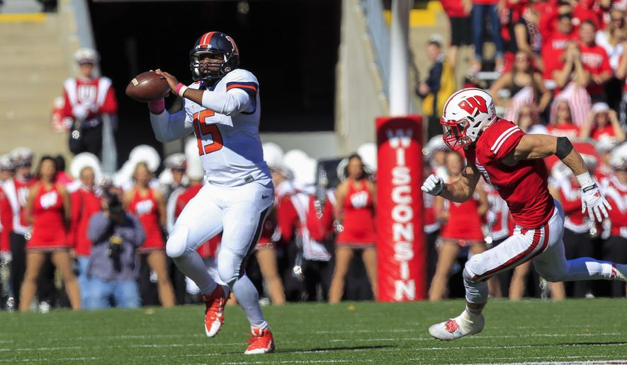Illinois quarterback Aaron Bailey, left, scrabbles against Wisconsin's Michael Caputo during the second half of an NCAA college football game Saturday, Oct. 11, 2014, in Madison, Wis. Wisconsin won 38-28. (AP Photo/Andy Manis)