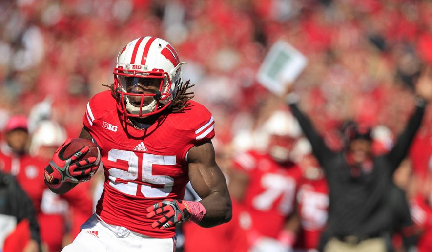 Wisconsin running back Melvin Gordon runs for touchdown against Illinois during the first half of an NCAA college football game Saturday, Oct. 11, 2014, in Madison, Wis. Wisconsin won 38-28. (AP Photo/Andy Manis)