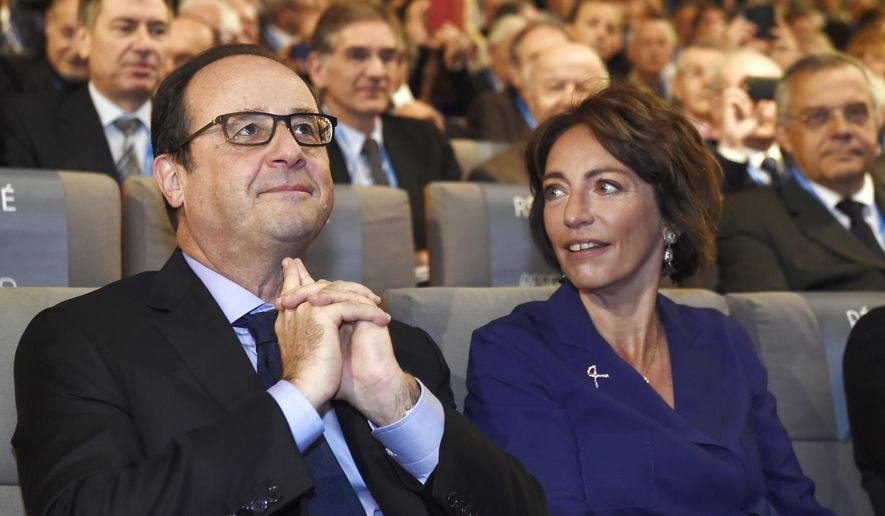 French President Francois Hollande, left, and French Social Affairs and Health Minister Marisol Touraine attend  the first congress of the National Order of Physicians, Thursday,  Oct. 16, 2014 in Paris.  France will begin screening airline passengers for Ebola on Saturday at Paris' Charles de Gaulle airport. The Paris airport authority says that medical teams will take passengers' temperatures before they leave the air bridge to enter the terminal. (AP Photo/Eric Feferberg, Pool)