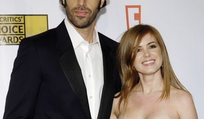 Actress Isla Fisher and husband Sacha Baron Cohen arrive at the 12th annual Critics' Choice Awards on Friday, Jan. 12, 2007 in Santa Monica, Calif.  (AP Photo/Chris Pizzello)