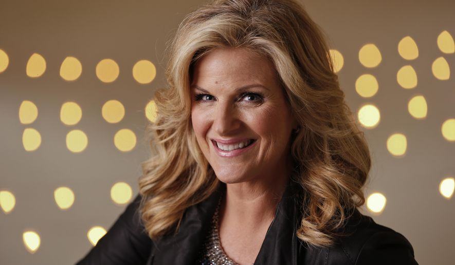 """FILE - In this Aug. 18, 2014 file photo, Trisha Yearwood poses in Nashville, Tenn.  Yearwood and Carlos Santana are among the musicians set to perform the national anthem during the World Series. Major League Baseball said Monday, Oct. 20, that Yearwood will sing """"The Star Spangled Banner"""" ahead of Game 1 when the San Francisco Giants play the Kansas City Royals on Tuesday, Oct. 22, at Kauffman Stadium in Kansas City, Mo. (AP Photo/Mark Humphrey, File)"""