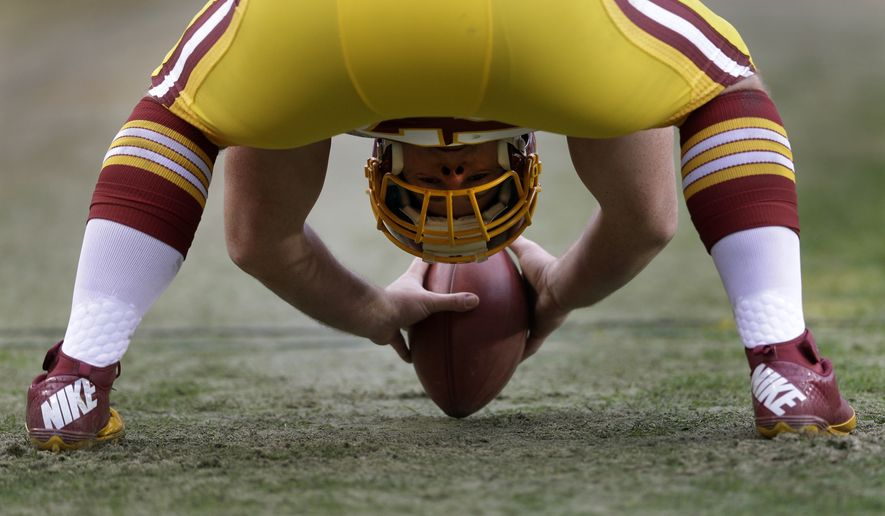 Washington Redskins long snapper Nick Sundberg prepares to snap the ball during the second half of an NFL football game against the Baltimore Ravens in Landover, Md., Sunday, Dec. 9, 2012. (AP Photo/Patrick Semansky)