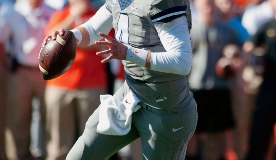 Illinois quarterback Reilly O'Toole (4) looks for a receiver during the first half of an NCAA football game against Minnesota, Saturday, Oct. 25, 2014, Champaign, Ill. (AP Photo/Bradley Leeb)