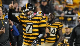 Pittsburgh Steelers quarterback Ben Roethlisberger (7) acknowledges the crowd as time runs down in the fourth quarter of the NFL football game against the Indianapolis Colts, Sunday, Oct. 26, 2014 in Pittsburgh.  (AP Photo/Don Wright)