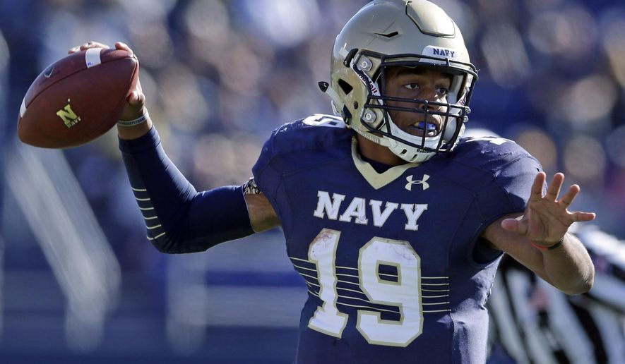 Navy quarterback Keenan Reynolds throws to a receiver in the first half of an NCAA college football game against San Jose State in Annapolis, Md., Saturday, Oct. 25, 2014. (AP Photo/Patrick Semansky)
