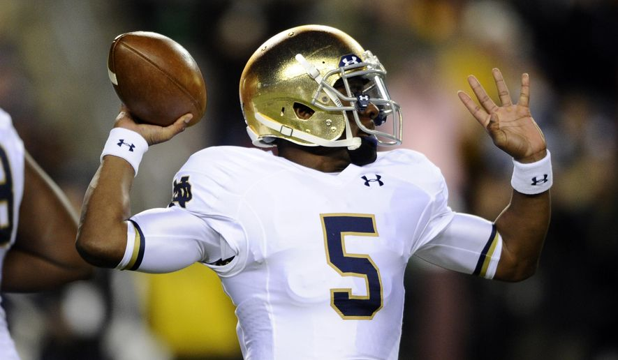 Notre Dame quarterback Everett Golson looks to pass during the first half an NCAA college football game against Navy, Saturday, Nov. 1, 2014, in Landover, Md. (AP Photo/Nick Wass)