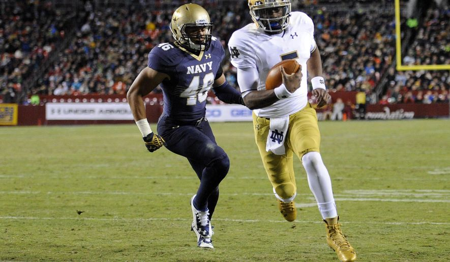 Notre Dame quarterback Everett Golson (5) runs for a touchdown in front of Navy linebacker Anthony Lewis (49) during the first half an NCAA college football game Saturday, Nov. 1, 2014, in Landover, Md. (AP Photo/Nick Wass)