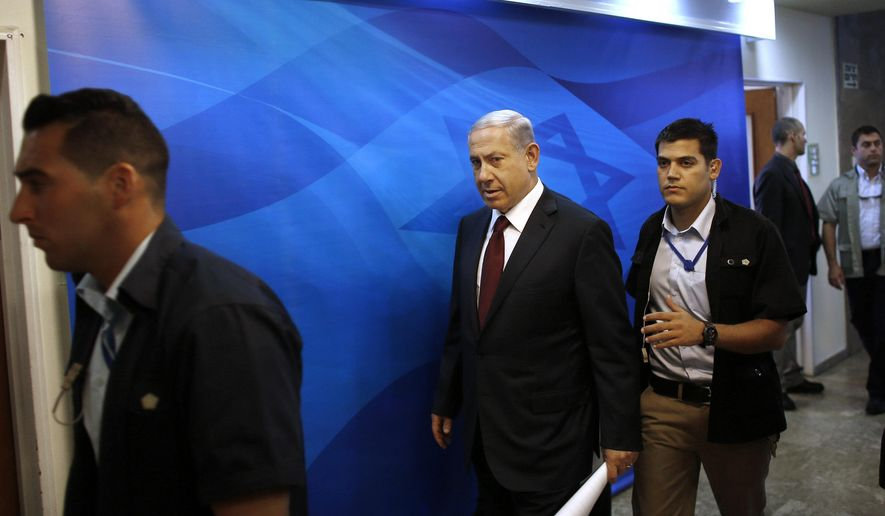 Israel's Prime Minister Benjamin Netanyahu, center, arrives to the weekly cabinet meeting in Jerusalem, Sunday, Nov. 2, 2014. (AP Photo/Ronen Zvulun, Pool)