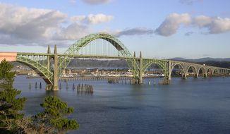Yaquina Bay Bridge (Wikipedia)