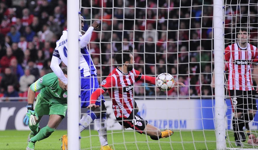FC Porto's Jackson Martinez,  left, scores his goal against  Athletic Bilbao, during the Champions League Group H soccer match between Athletic Bilbao and FC Porto, at San Mames stadium, in Bilbao, northern Spain, Wednesday, Nov. 5, 2014. (AP Photo/Alvaro Barrientos)