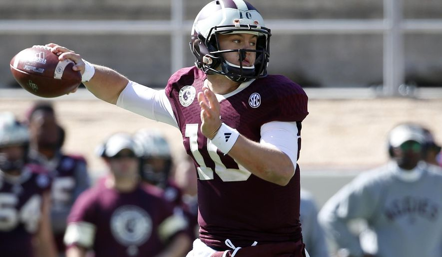 Texas A&M quarterback Kyle Allen (10) passes against Louisiana Monroe in the second half of an NCAA college football game, Saturday, Nov. 1, 2014, in College Station, Texas. Allen threw for 106 yards and a touchdown in his first career start and Texas A&M held on for a 21-16 win over Louisiana-Monroe on Saturday. (AP Photo/Tony Gutierrez)