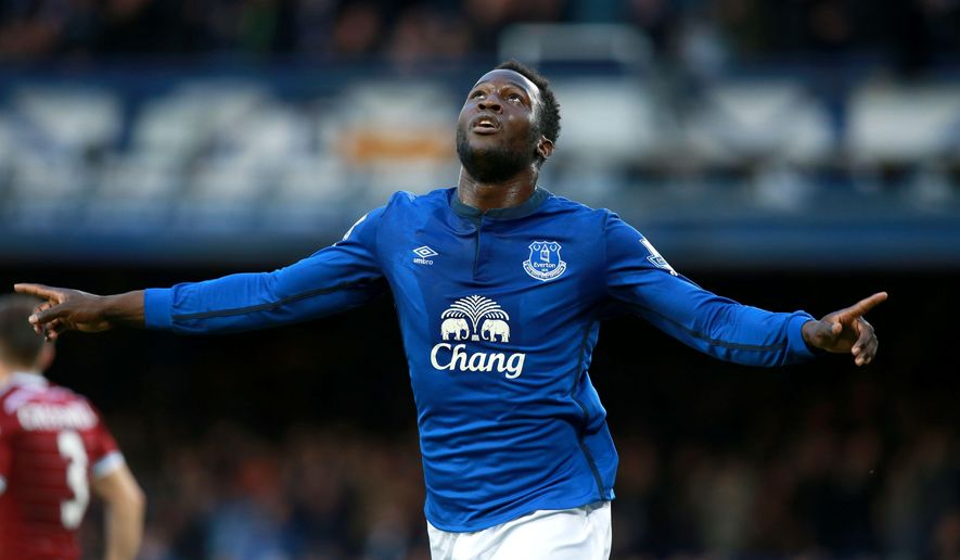 Everton's Romelu Lukaku celebrates scoring their first goal of the game during the English Premier League soccer match between Everton and West Ham at Goodison Park, Liverpool, England, Saturday, Nov. 22, 2014. (AP Photo/Peter Byrne, PA Wire)    UNITED KINGDOM OUT      -      NO SALES     -    NO ARCHIVES