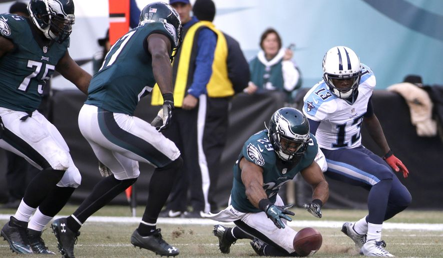 Philadelphia Eagles' Nate Allen (29) recovers a fumble during the second half of an NFL football game against the Tennessee Titans, Sunday, Nov. 23, 2014, in Philadelphia. (AP Photo/Michael Perez)
