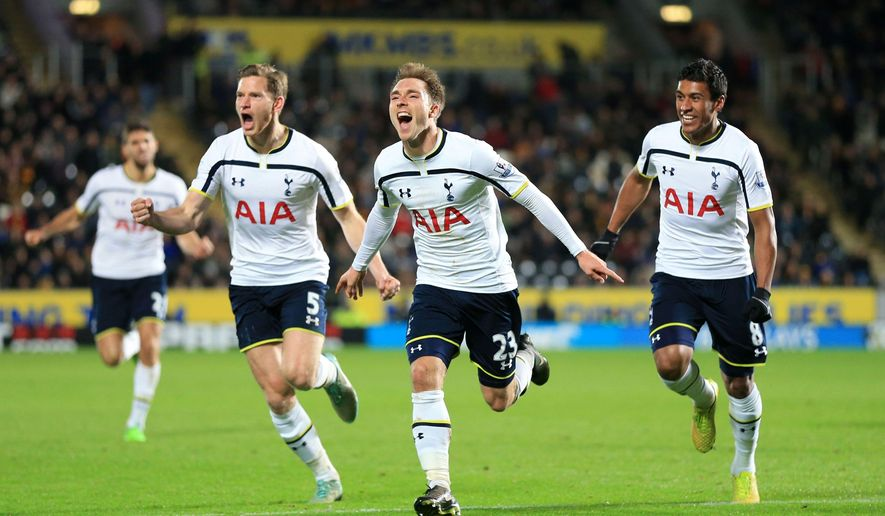Tottenham Hotspur's Christian Eriksen, center, celebrates scoring the winning goal of the game with teammates Jan Vertonghen, left, and Paulinho during their English Premier League soccer match against Hull City at the KC Stadium, Hull, England, Sunday, Nov. 23, 2014. (AP Photo/Lynne Cameron, PA Wire)    UNITED KINGDOM OUT     -    NO SALES    -    NO ARCHIVES