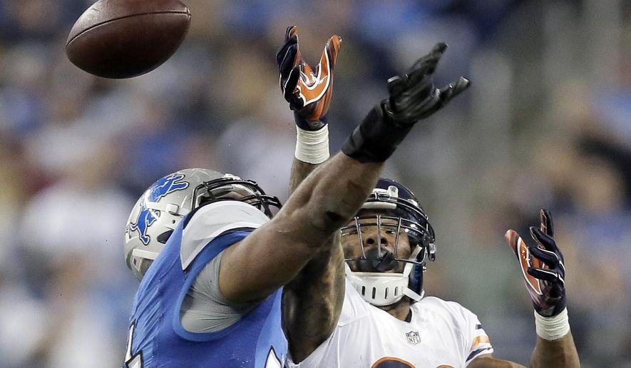 Detroit Lions outside linebacker DeAndre Levy, left, deflects a pass intended for Chicago Bears running back Matt Forte during the second half of an NFL football game in Detroit, Thursday, Nov. 27, 2014. (AP Photo/Duane Burleson)