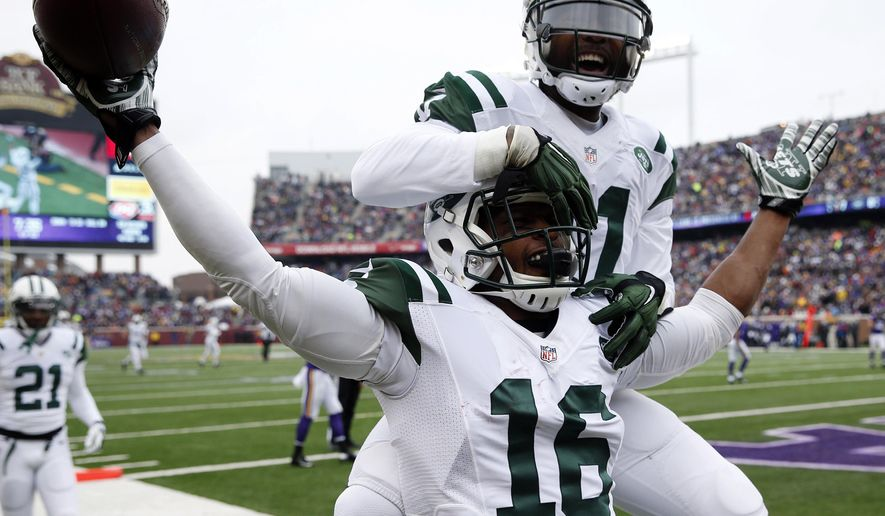 New York Jets wide receiver Percy Harvin (16) celebrates with teammate Jeremy Kerley after catching a 35-yard touchdown pass during the first half of an NFL football game against the Minnesota Vikings, Sunday, Dec. 7, 2014, in Minneapolis. (AP Photo/Alex Brandon)