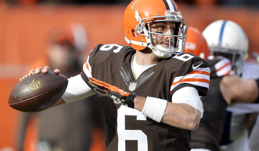Cleveland Browns quarterback Brian Hoyer passes against the Indianapolis Colts in the second quarter of an NFL football game Sunday, Dec. 7, 2014, in Cleveland. (AP Photo/David Richard)