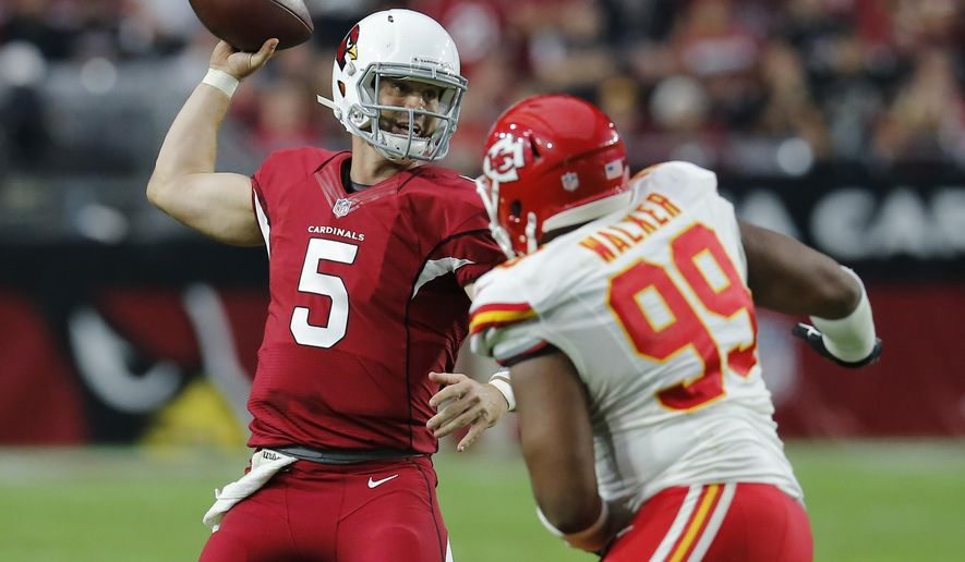 Arizona Cardinals quarterback Drew Stanton (5) throws under pressure from Kansas City Chiefs defensive tackle Vance Walker (99) during the second half of an NFL football game, Sunday, Dec. 7, 2014, in Glendale, Ariz. (AP Photo/Rick Scuteri)
