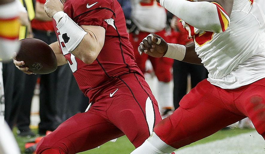 Arizona Cardinals' Drew Stanton (5) gets forced out of bounds by Kansas City Chiefs' Justin Houston, right, during the first half of an NFL football game Sunday, Dec. 7, 2014, in Glendale, Ariz. (AP Photo/Ross D. Franklin)