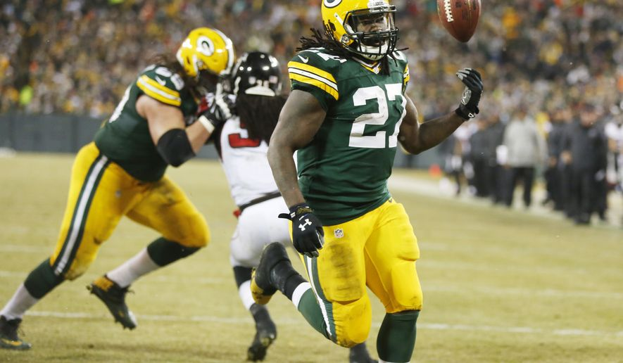 Green Bay Packers' Eddie Lacy celebrates his touchdown run during the first half of an NFL football game against the Atlanta Falcons Monday, Dec. 8, 2014, in Green Bay, Wis. (AP Photo/Tom Lynn)