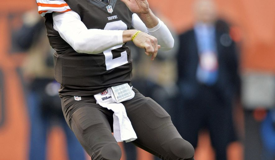 Cleveland Browns quarterback Johnny Manziel passes against the Cincinnati Bengals in the second quarter of an NFL football game Sunday, Dec. 14, 2014, in Cleveland. (AP Photo/David Richard)