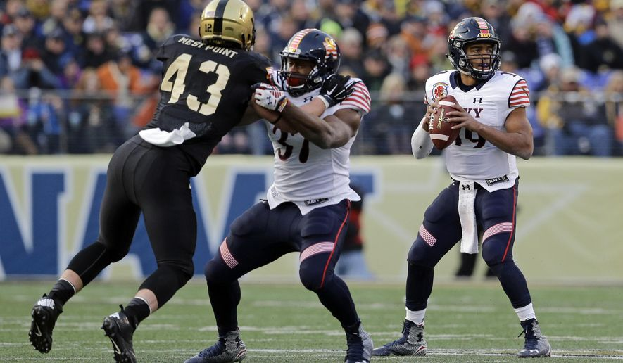 CORRECTS PLAYER IN MIDDLE TO CHRIS SWAIN- Navy quarterback Keenan Reynolds, right, looks for a receiver as teammate Chris Swain blocks Army linebacker James Kelly in the first half of an NCAA college football game, Saturday, Dec. 13, 2014, in Baltimore. (AP Photo/Patrick Semansky)