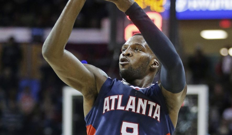 Atlanta Hawks' Shelvin Mack (8) shoots a 3-point shot against the Cleveland Cavaliers in the second quarter of an NBA basketball game Wednesday, Dec. 17, 2014, in Cleveland. (AP Photo/Mark Duncan)