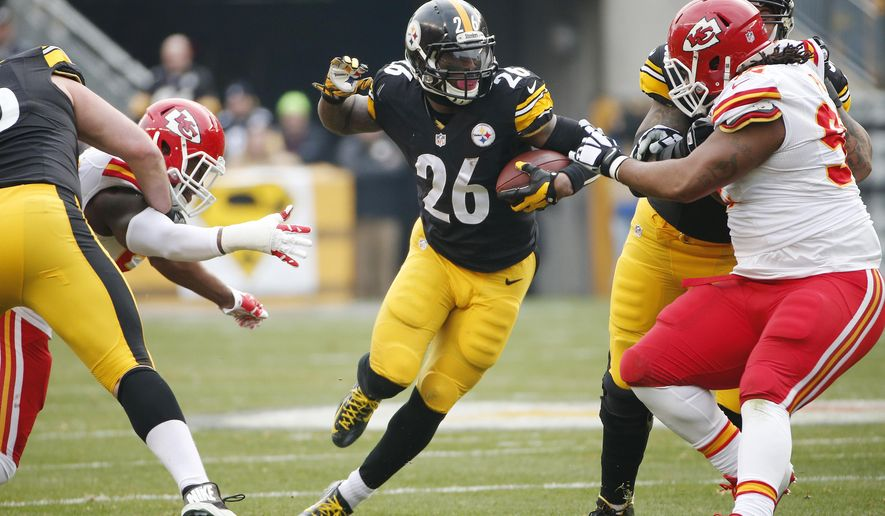 Pittsburgh Steelers running back Le'Veon Bell (26) carries the ball during the first half of an NFL football game against the Kansas City Chiefs in Pittsburgh, Sunday, Dec. 21, 2014. (AP Photo/Tom Puskar)