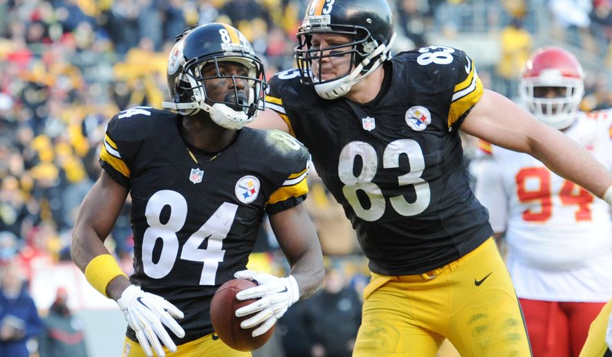 Pittsburgh Steelers wide receiver Antonio Brown (84) celebrates his 3-yard touchdown catch from quarterback Ben Roethlisberger with tight end Heath Miller (83) during the second half of an NFL football game against the Kansas City Chiefs in Pittsburgh, Sunday, Dec. 21, 2014. (AP Photo/Don Wright)
