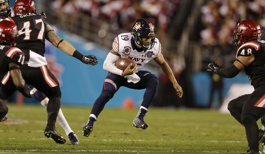 Navy quarterback Keenan Reynolds runs with the ball against San Diego State during the first half of the Poinsettia Bowl NCAA college football game Tuesday, Dec. 23, 2014, in San Diego. (AP Photo/Gregory Bull)