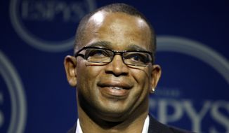 "FILE - In a Wednesday, July 16, 2008 file photo, Stuart Scott poses in the press room at the ESPYs Awards,in Los Angeles. Scott, the longtime ""SportsCenter"" anchor and ESPN personality known for his known for his enthusiasm and ubiquity, died Sunday, Jan. 4, 2015 after a long fight with cancer. He was 49.  (AP Photo/Matt Sayles, File)"
