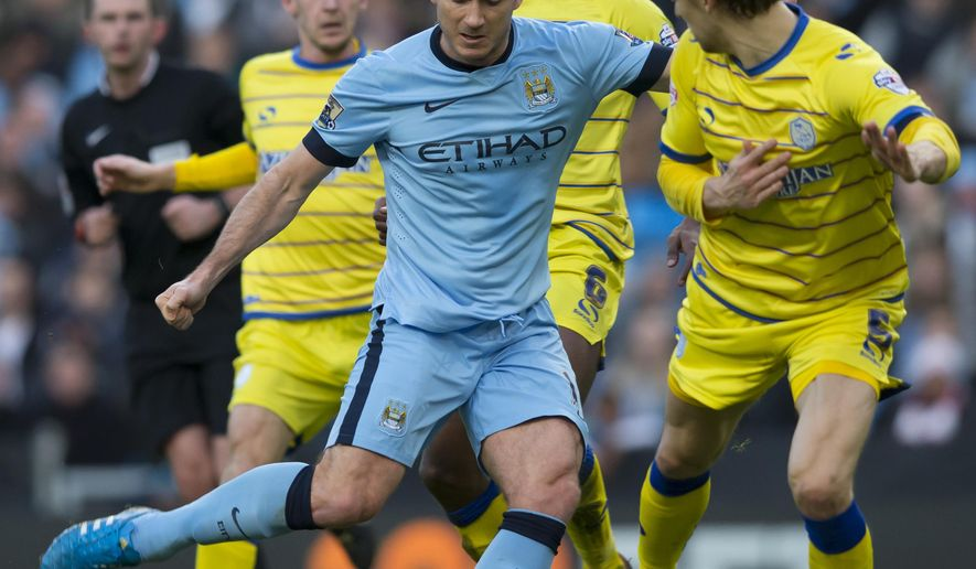 Manchester City's Frank Lampard, centre left, attempts to take the ball past Sheffield Wednesday's Glenn Loovens, right, during their English FA Cup third round soccer match at the Etihad Stadium, Manchester, England, Sunday, Jan. 4, 2015. (AP Photo/Jon Super)