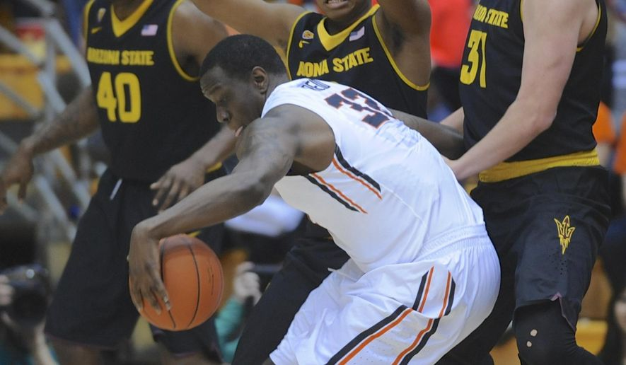 Arizona State's Tra Holder (0) and Jonathan Gilling (31) defend against Oregon State's Jarmal Reid (32) during an NCAA college basketball game in Corvallis, Ore., Thursday Jan. 8, 2015.  (AP Photo/Greg Wahl-Stephens)