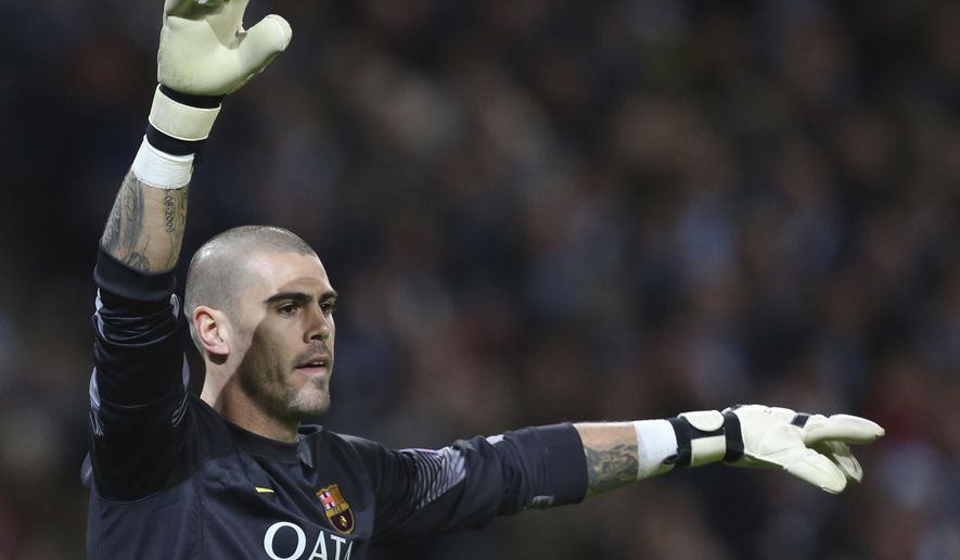 FILE - This is a Tuesday Feb. 18, 2014 file photo of Barcelona goalkeeper Victor Valdes  during his team's Champions League first knock out round soccer match against Manchester City at the Etihad Stadium, Manchester, England. Its has been reported  Wednesday Jan. 7, 2015 that Manchester United are close to signing  former Barcelona goalkeeper Victor Valdes on an 18-month deal.  The 32-year-old Spaniard has been at United since October completing his rehabilitation from a knee injury and training with the first team.  (AP Photo/Jon Super, File)