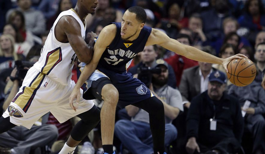 Memphis Grizzlies forward Tayshaun Prince (21) battles against New Orleans Pelicans forward Dante Cunningham (44) in the first half of an NBA basketball game in New Orleans, Friday, Jan. 9, 2015. The Pelicans won 106-95. (AP Photo/Gerald Herbert)
