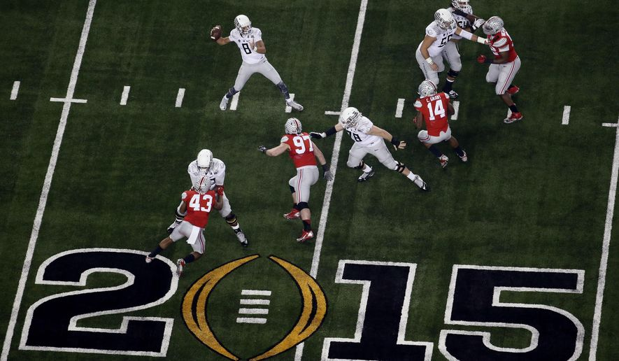 Oregon's Marcus Mariota (8) throws during the second half of an NCAA college football playoff championship game against Ohio State Monday, Jan. 12, 2015, in Arlington, Texas. (AP Photo/Tony Gutierrez)