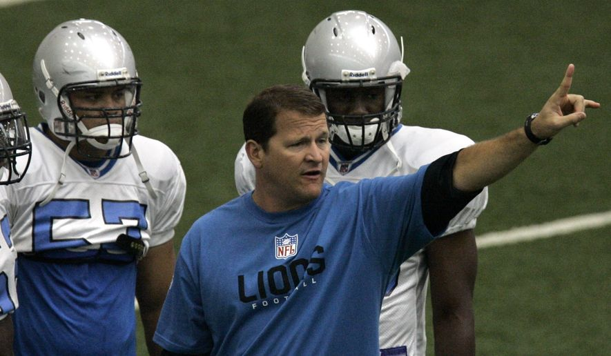 Detroit Lions defensive coordinator Joe Barry directs his players during football camp drills at the Lions practice facility in Allen Park, Mich., Friday, July 27, 2007.  (AP Photo/Carlos Osorio)