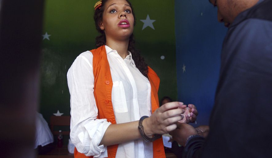 Heather Mack of Chicago, Ill. arrives at a cell at Denpasar district court before her hearing objections trial in Bali, Indonesia, Wednesday, Jan. 21, 2015. Mack and her boyfriend Tommy Schaefer are accused of murdering Sheila von-Wiese Mack, her mother, who was found stuffed inside a suitcase last August. (AP Photo/Firdia Lisnawati)