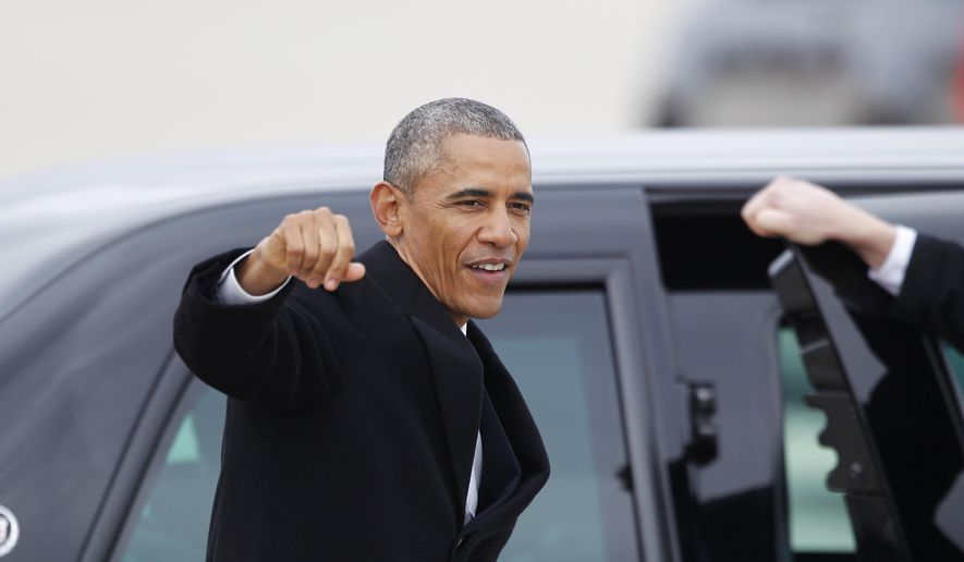 President Barack Obama waves to the crowd upon his arrival on Air Force One, Wednesday, Jan. 21, 2015, at Gowen Field in Boise, Idaho before heading to Boise State University to discuss the themes in his State of the Union address.  (AP Photo/Stan Brewster)