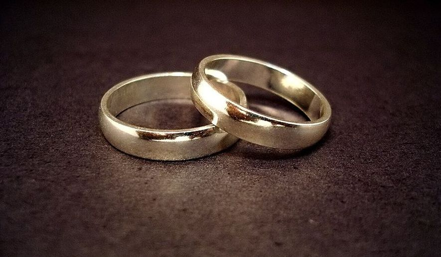 Engagement rings and wedding bands difference between caucus