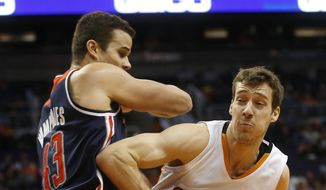 Phoenix Suns guard Goran Dragic works around Washington Wizards forward Kris Humphries during the first quarter of an NBA basketball game Wednesday, Jan. 28, 2015, in Phoenix. (AP Photo/The Arizona Republic, Michael Chow)